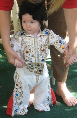 ... to be Elvis now that he knows how incredibly cool he looks! artzy_fartzy68u0027s baby had to be the hippest kid on the block with this magnificent bejeweled ...  sc 1 st  Craftster & Handmade Halloween Costumes: Tiny Elvis Costume | Craftster Blog